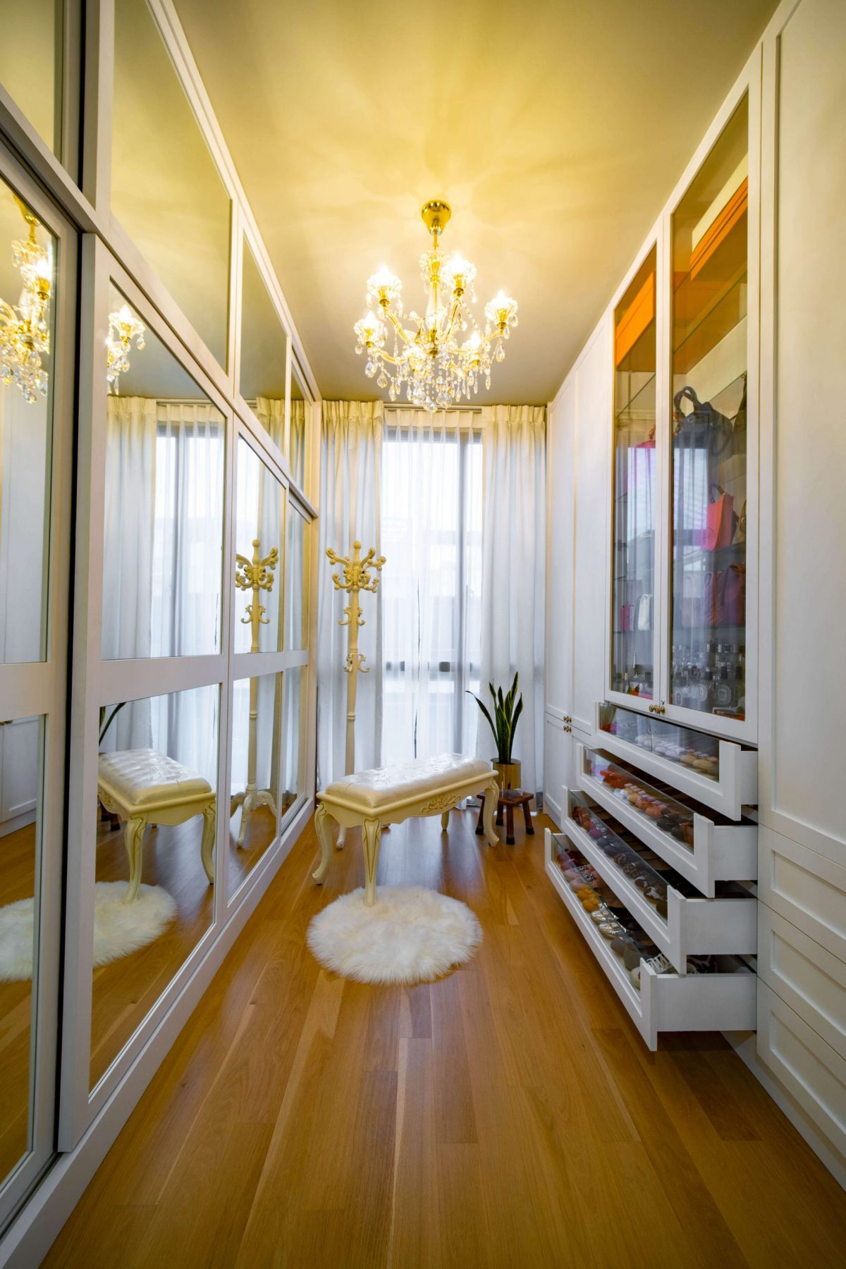 How to make a small Room look Bigger in Singapore