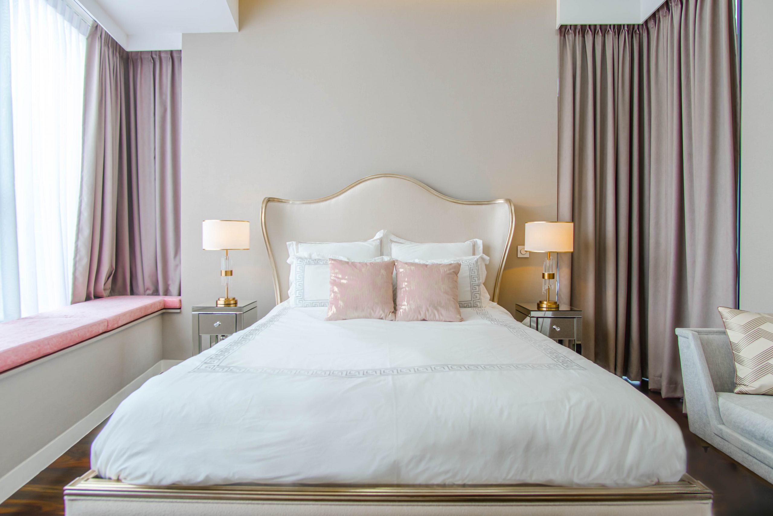 8 Foolproof Tricks: Make your Bedroom look Bigger